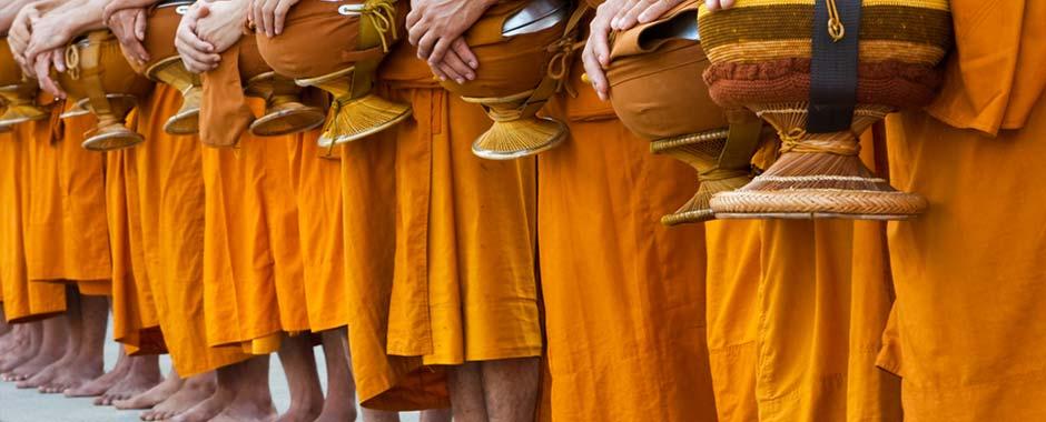 bangkok-monk_at_temple.jpg